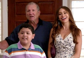 Renewed: Modern Family, Revenge, Grey's Anatomy, Castle, Community.